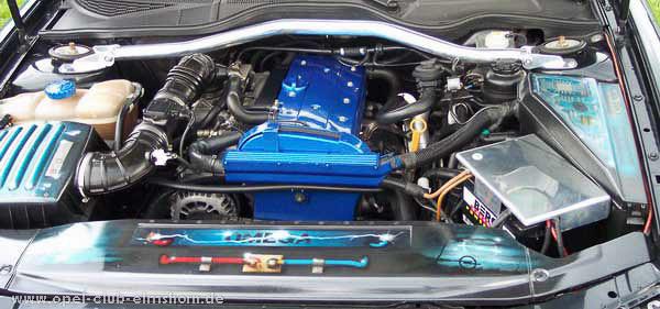 Cloppenburg-2004-0042-Omega-Motorraum
