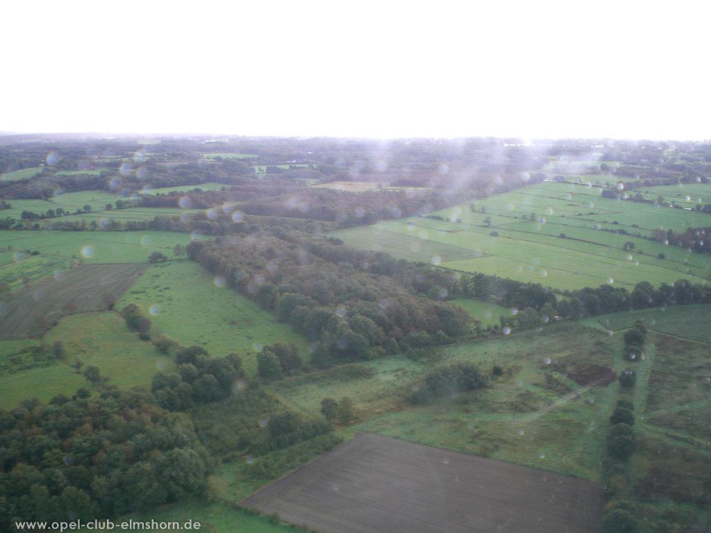 Hubschrauberrundflug 2006 - 20061007_125353 - Wiesen und Wälder