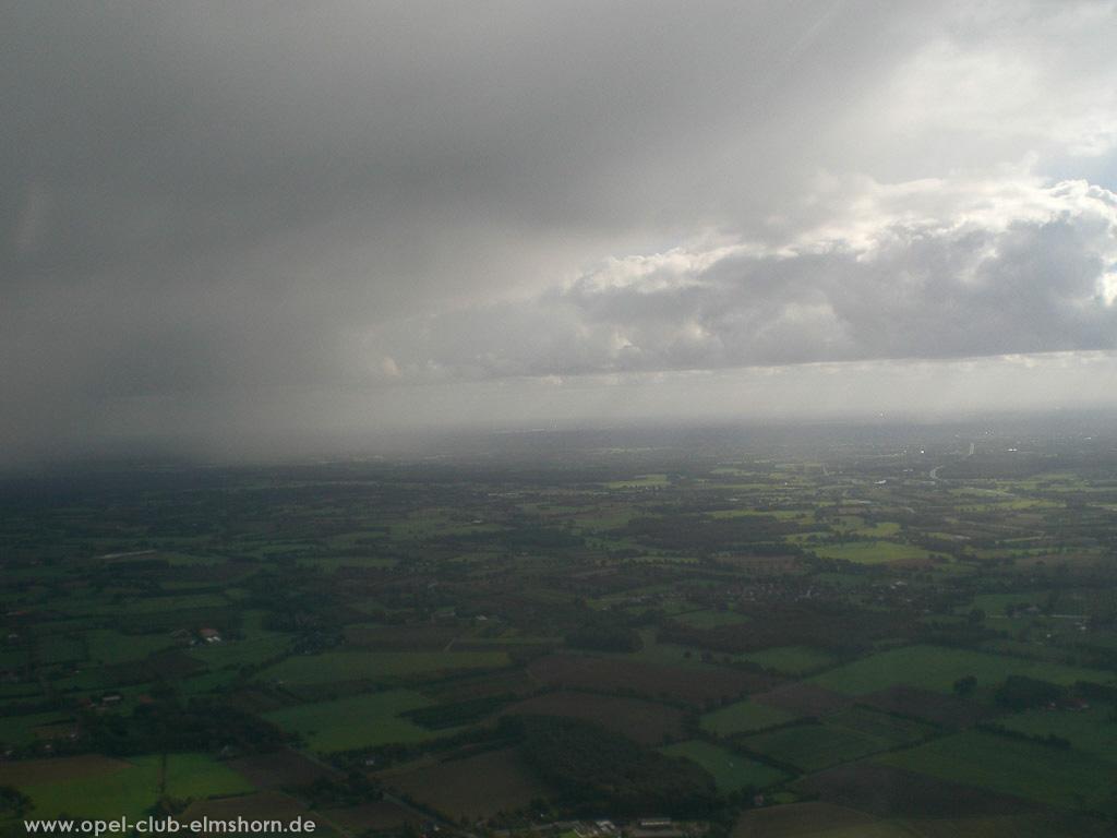 Hubschrauberrundflug 2006 - 20061007_130043 - Wolken