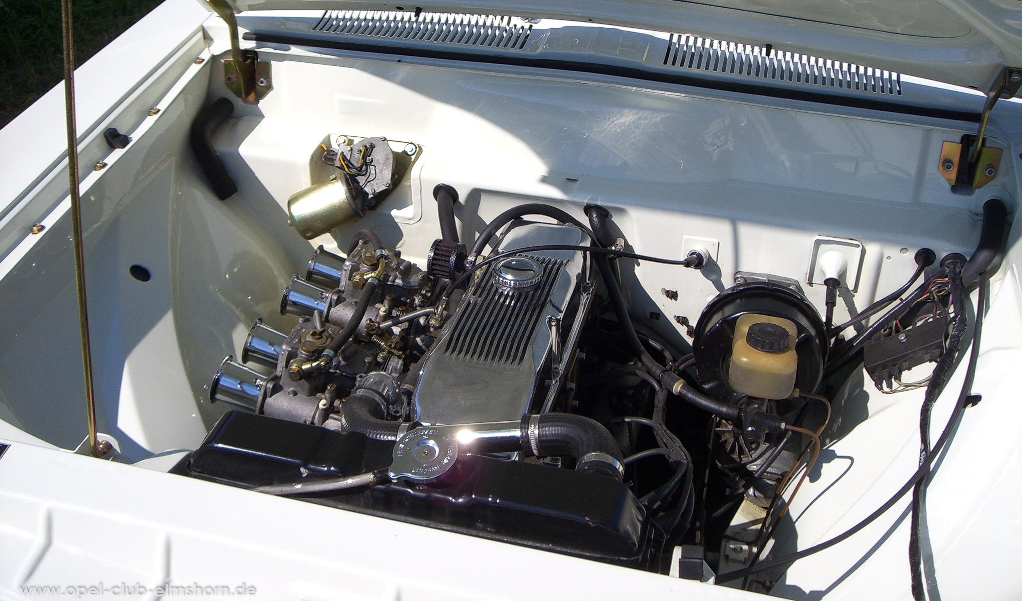 Opeltreffen Brunsbüttel Opelfreunde 2008 - 20080704_164046 - Rekord A Caravan Motorraum