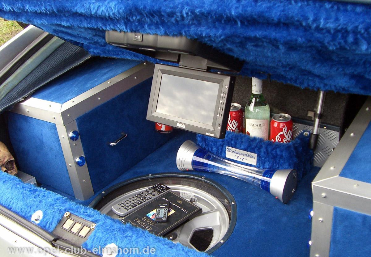 Boltenhagen-2008-0047-Bar-im-Kofferraum