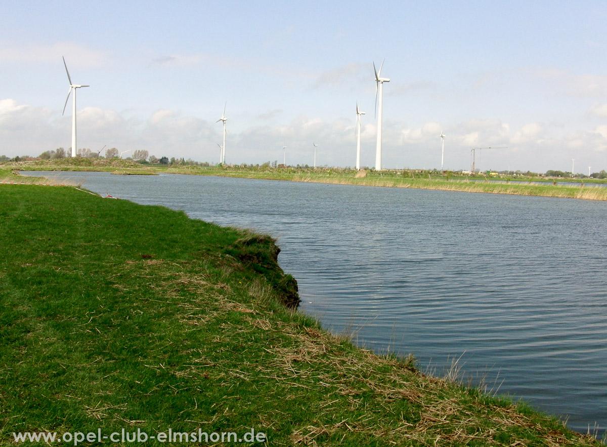 Brunsbuettel-2010-0022-Windraeder