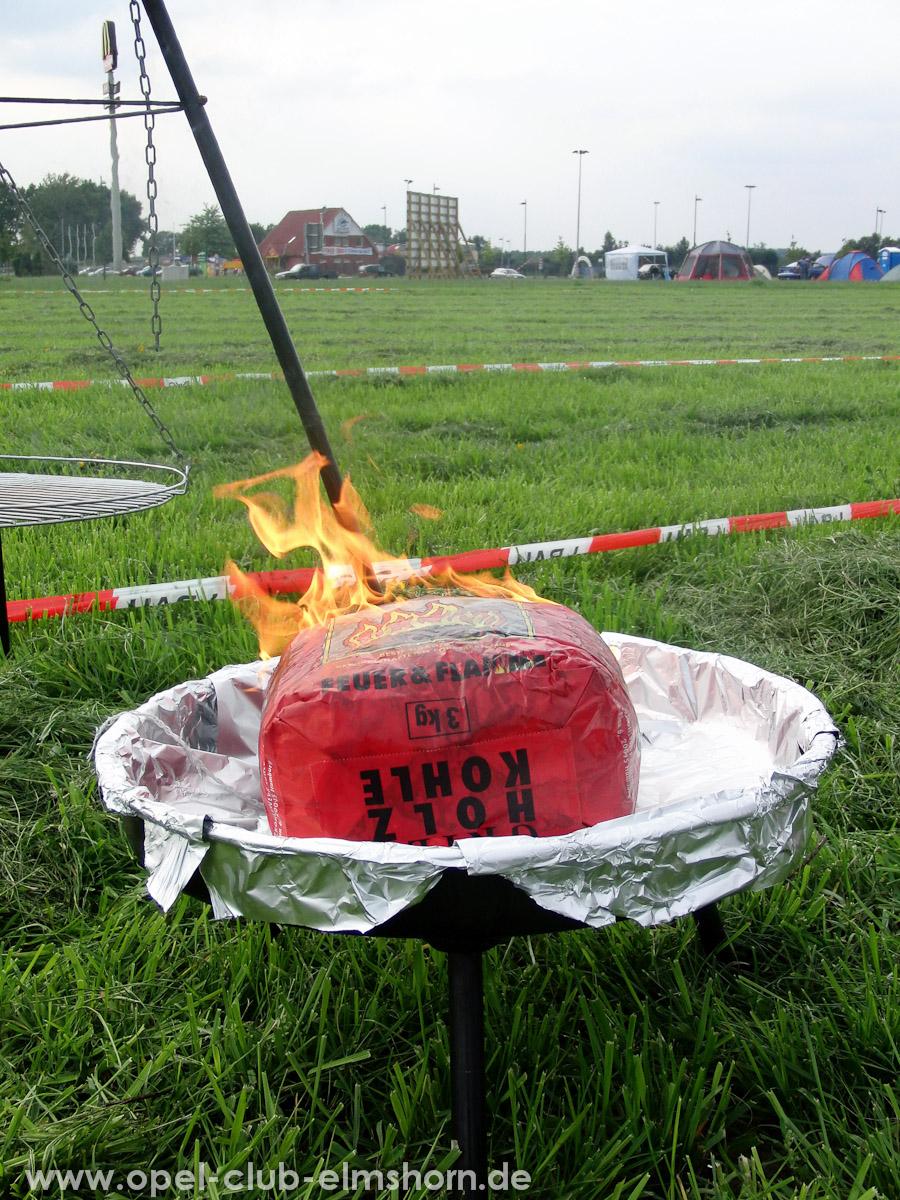 Bispingen-2010-0004-Der-Grill-ist-angefeuert