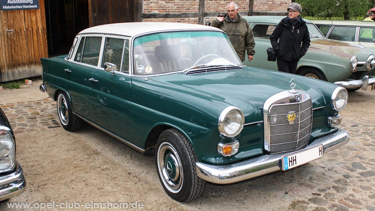 Rosengarten-2014-0095-Mercedes-200-W110-Limousine