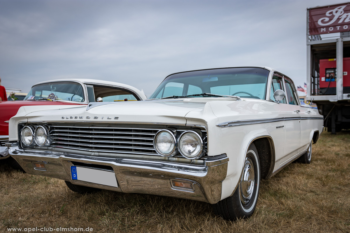 Wings-and-Wheels-2018-20180812_120835-Oldmobile-Super-88